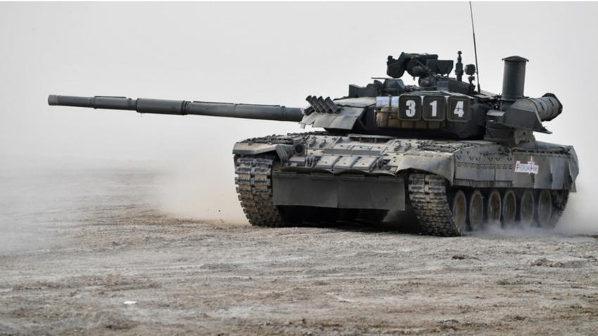 T-80 med demonstracijo na mednarodnem sejmu sodobne oborožitvene tehnike Armija 2017 v Moskovski regiji.