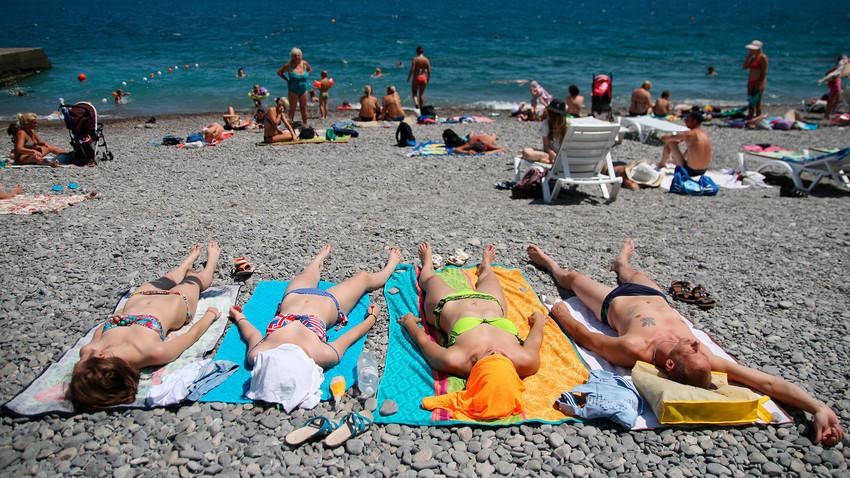 5aba1c2e15e9f922eb505883 - Kasus Corona, Spanyol Klaim Negaranya Aman untuk Wisata
