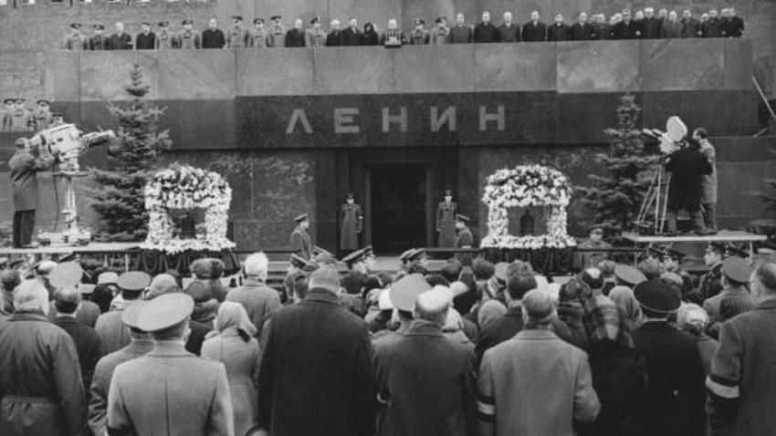El funeral de Yuri Gagarin en la Plaza Roja, el 30 de marzo de 1969.