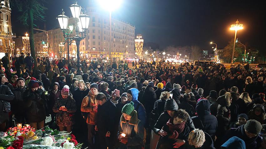 Manifestazione in Piazza Pushkinskaya a Mosca in memoria delle vittime della tragedia di Kemerovo