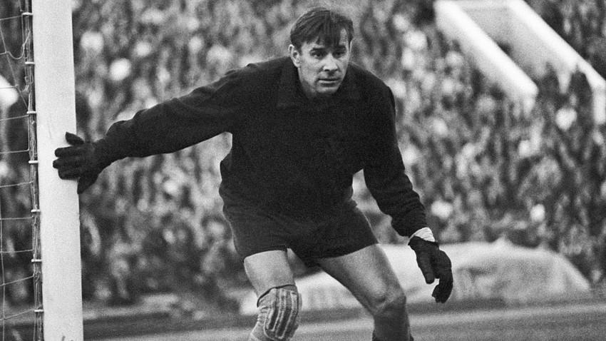 Sovjetski nogometaš Lev Jašin (1929-1990) je pogosto označen za najboljšega vratarja 20. stoletja.