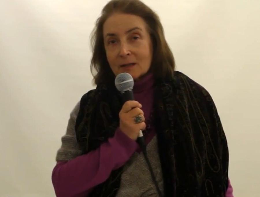 Natália Malakhóvskaia, feminista dissidente do período soviético, profere palestra.