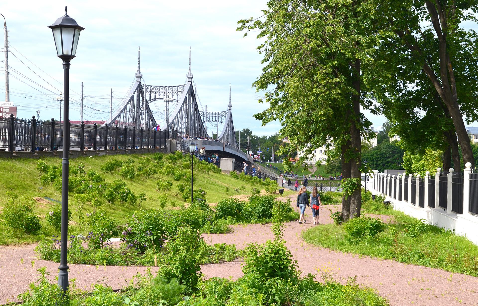 Twer: Die Alte Brücke ist ein Abbild der berühmten Budapester Stahlbrücke.