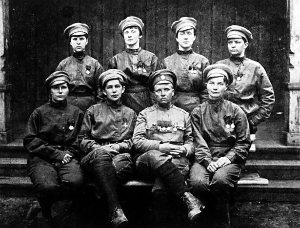 Maria Bočkareva s svojimi vojakinjami.