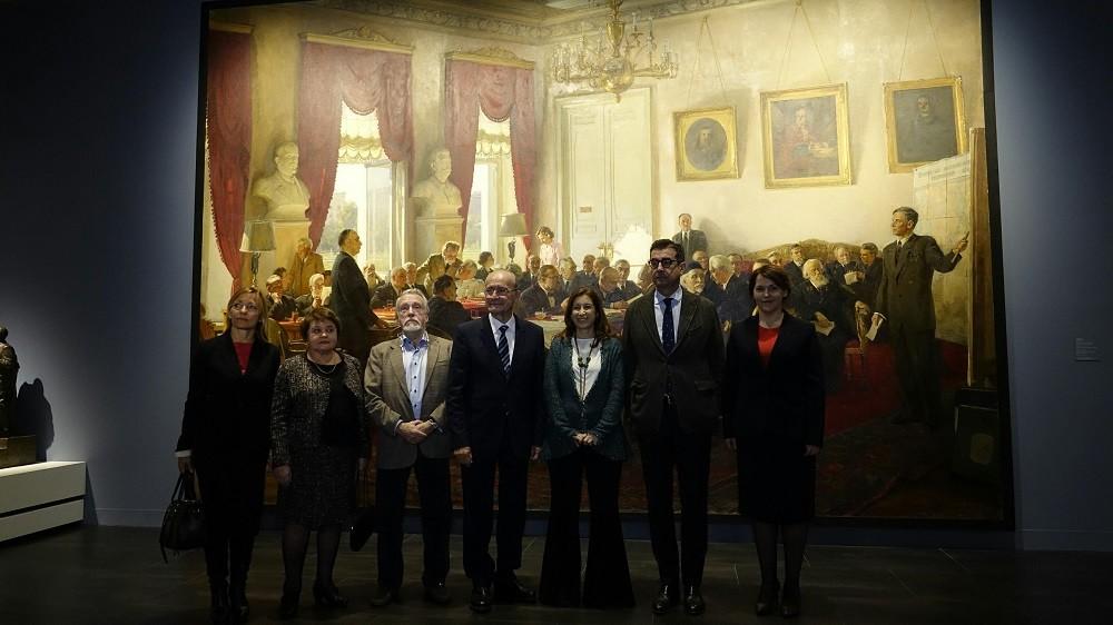 Responsables del Museo Ruso junto a autoridades Municipales en la inauguración de las nuevas exposiciones de la pinacoteca.