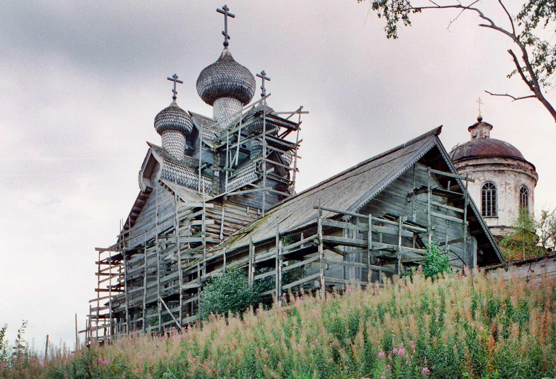 Paltoga. Iglesia de la Epifanía, vista noroeste. 28 de agosto de 2006.