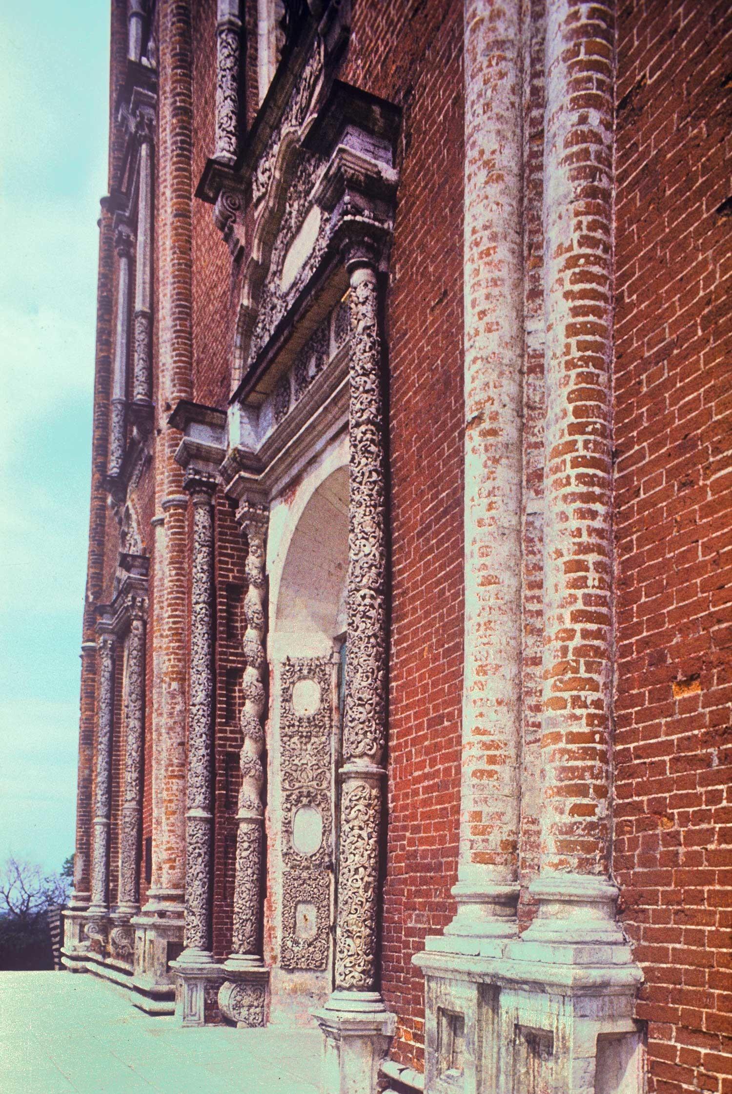 Kremlin de Riazán. Catedral de la Dormición, fachada oeste con portal principal. 13 de mayo de 1984.