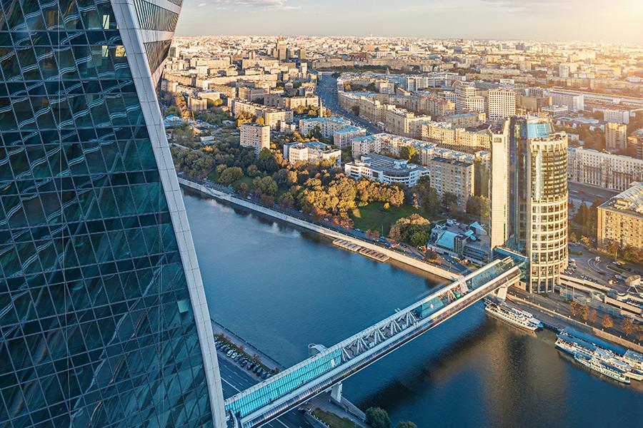 Pemandangan Moskow dari Menara Timur Federasi di pusat kawasan bisnis Moscow City.