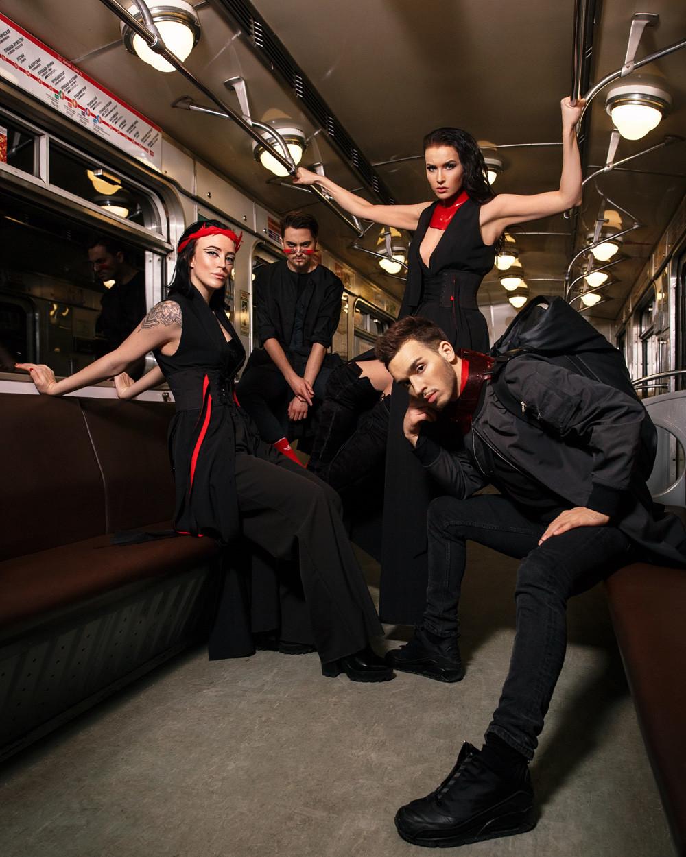 """Die Gruppe """"The House of Bonchinche"""" tanzt einfach überall gern. Natürlich auch im Untergrund!"""