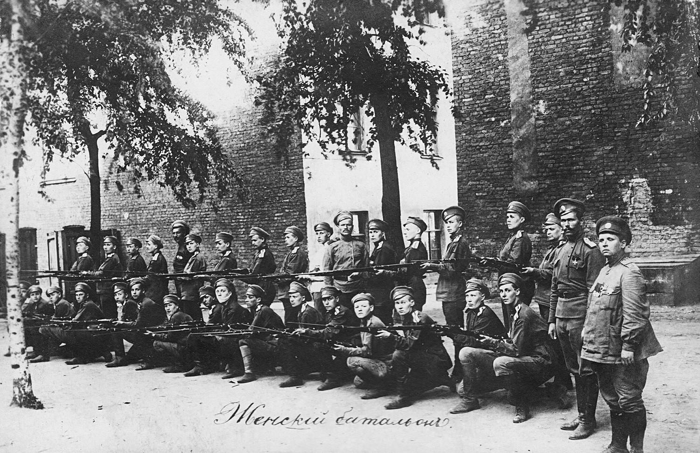 El primer batallón de mujeres rusas de la muerte, 1917.
