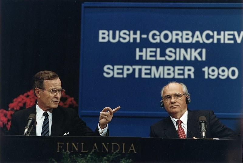 George Bush st. in Gorbačov na helsinški varnostni konferenci leta 1990