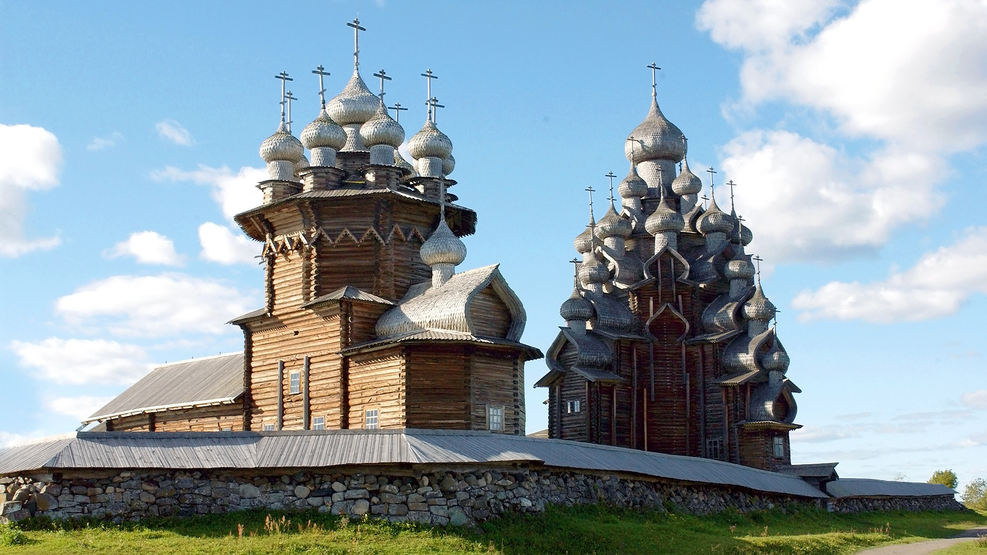 The largest temple in Russia 25