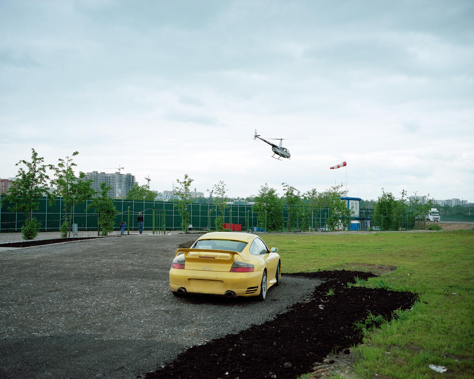 Petr Antonov, Alberi, auto, persone, arredo, Mosca, 2011