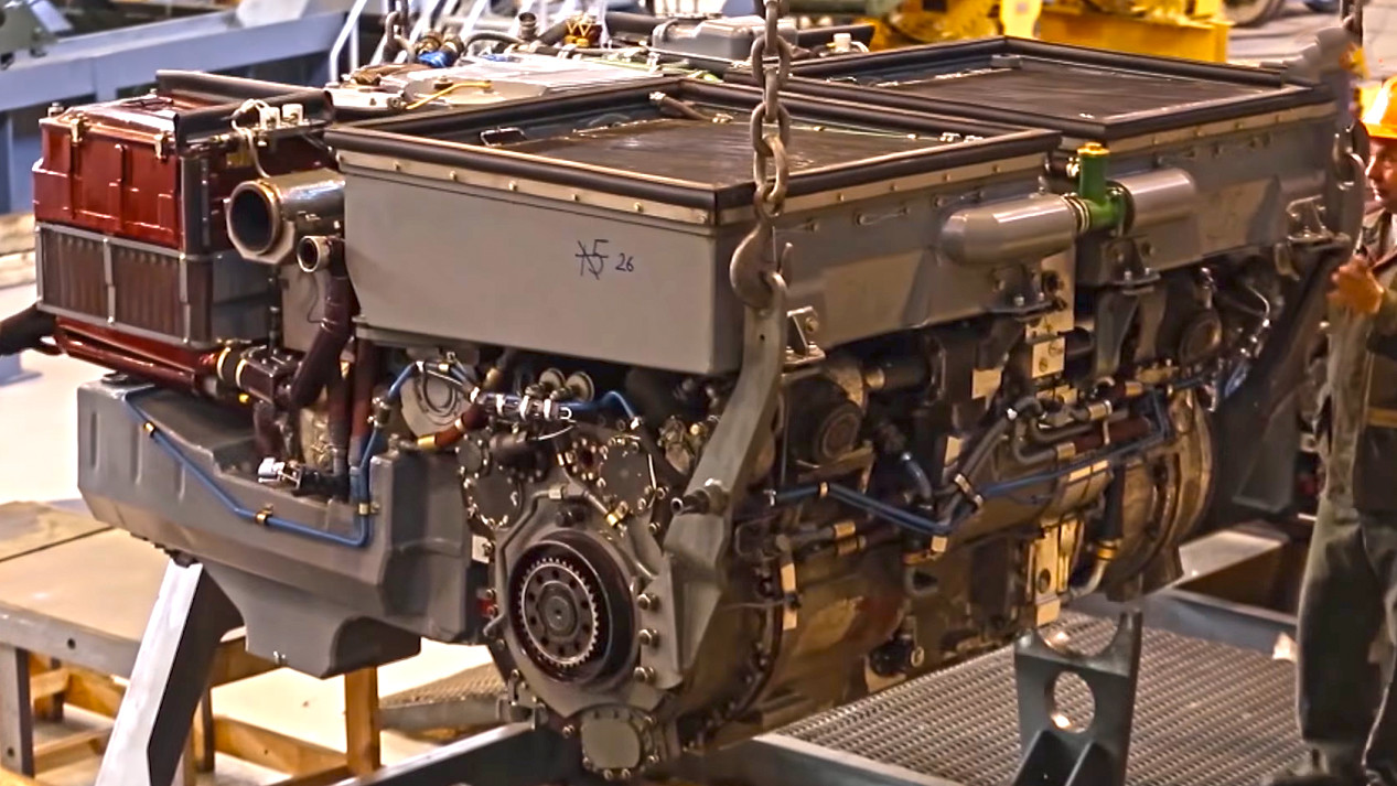 "Мотор УТД-32ТР који фигурира као основни погонски агрегат за возило ""Бумеранг"""