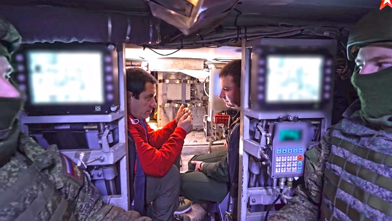 Поглед из десантног одсека на место нишанџије и командира возила