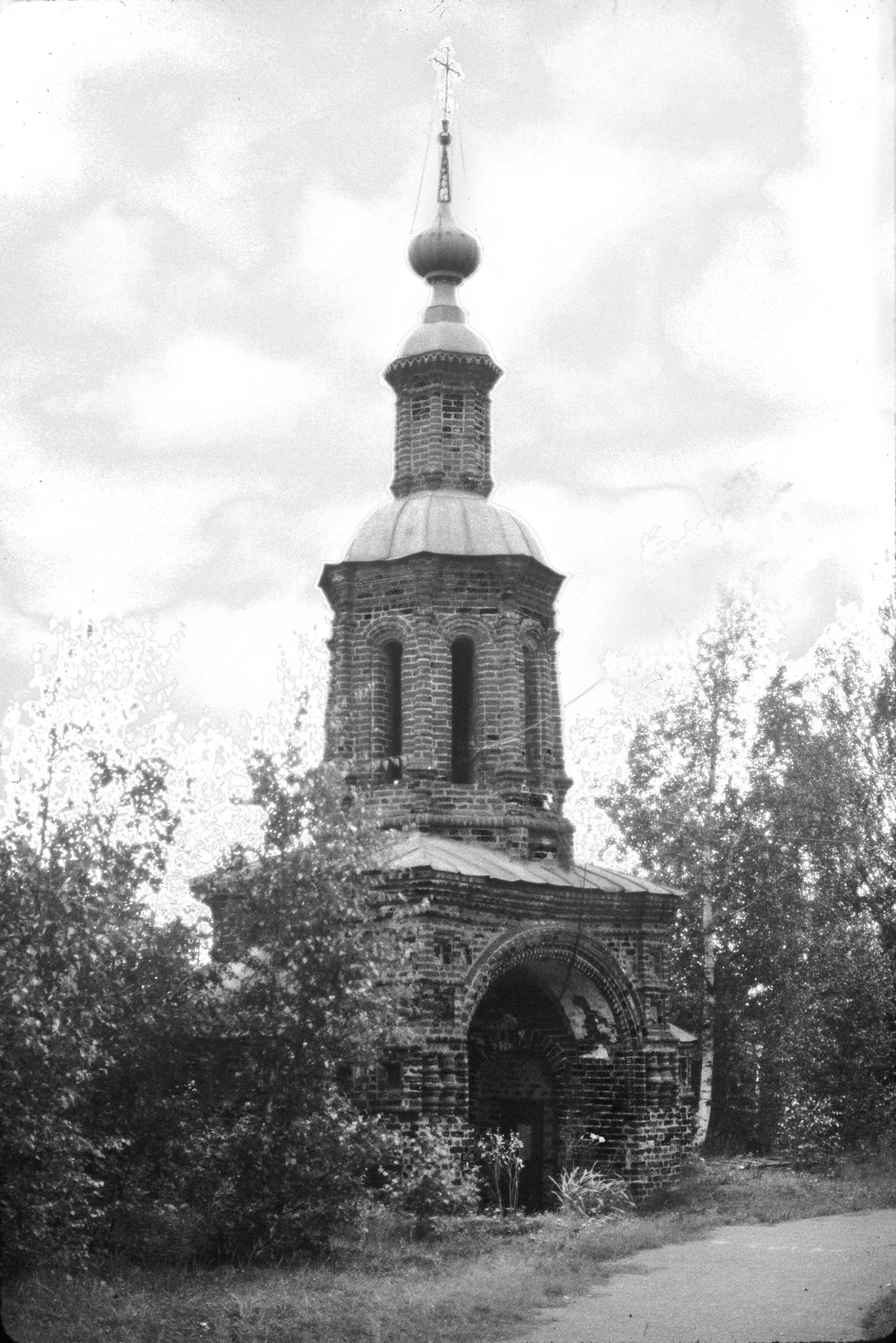 Iglesia de la Decapitación de Juan Bautista. Puerta Santa, vista sureste. 7 de agosto de 1987.