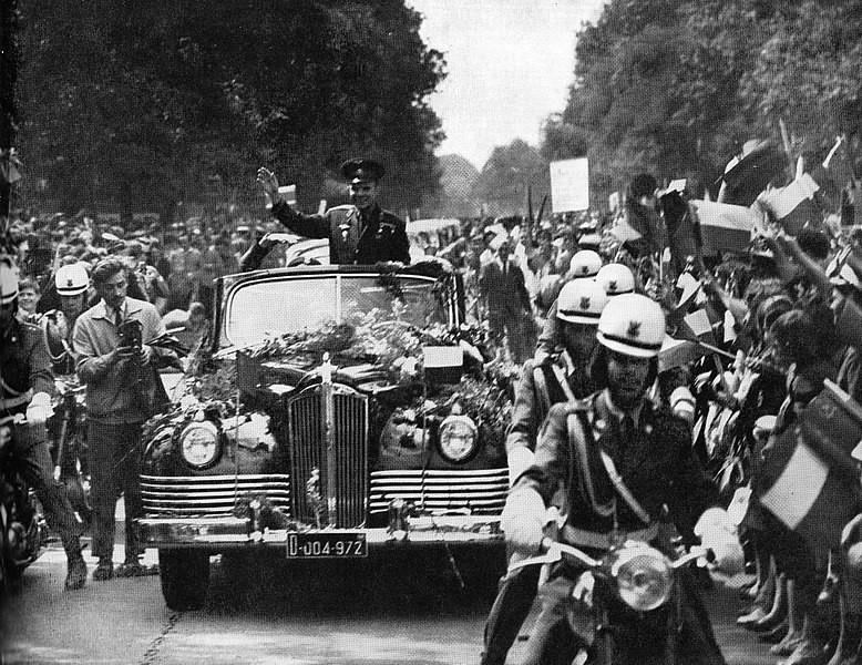 Jurij Gagarin med sprejemom v Varšavi leta 1961.