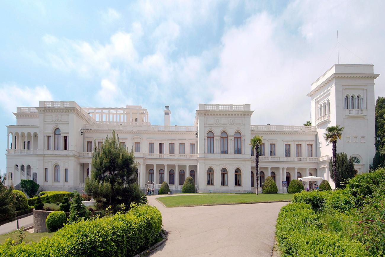 Istana Livadia di Yalta, Krimea, adalah istana terakhir yang dibangun untuk keluarga kekaisaran Rusia, Romanov.