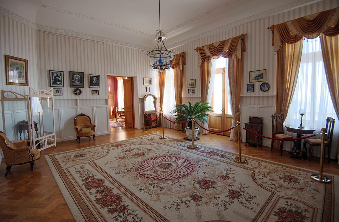 Pada paruh kedua abad ke-19, para arsitek mulai mengintegrasikan berbagai gaya dan pengaruh ke dalam konstruksi satu bangunan. Istana Livadia adalah contoh dari percampuran gaya tersebut.