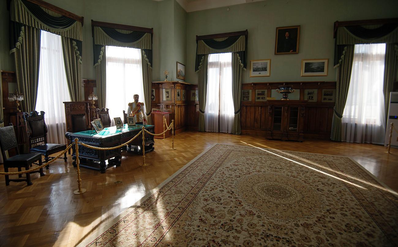 Setelah Revolusi Rusia, istana digunakan sebagai sanatorium tuberkulosis untuk para petani. Untungnya, sejumlah dekorasi indah dan interior asli masih dipertahankan.