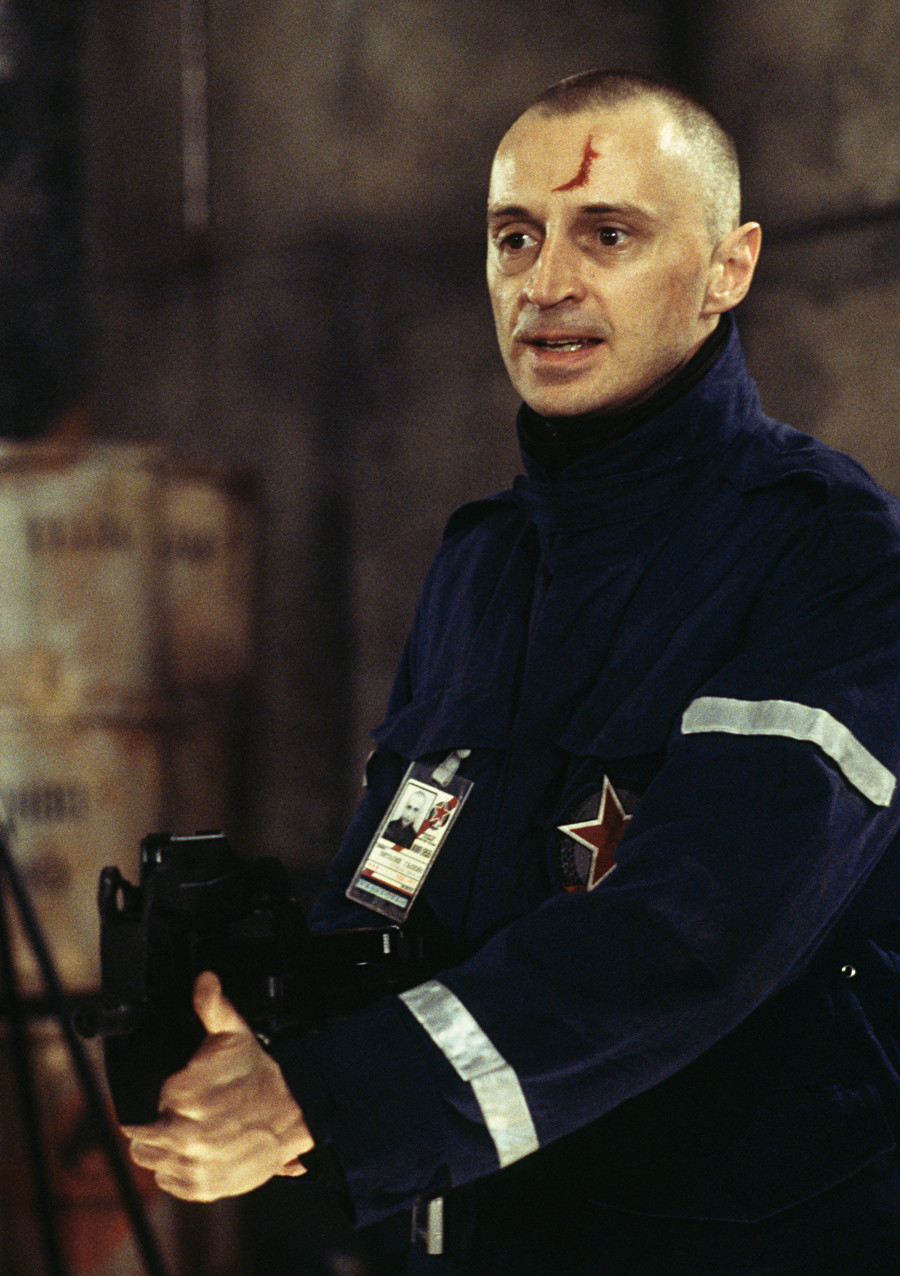 Scottish actor Robert Carlyle as Renard in the James Bond film 'The World Is Not Enough', 1999. Here he wields a FN P90 submachine gun whilst stealing weapons-grade plutonium from a Russian missile base in Kazakhstan. This scene was filmed in Pinewood Studios, Buckinghamshire.