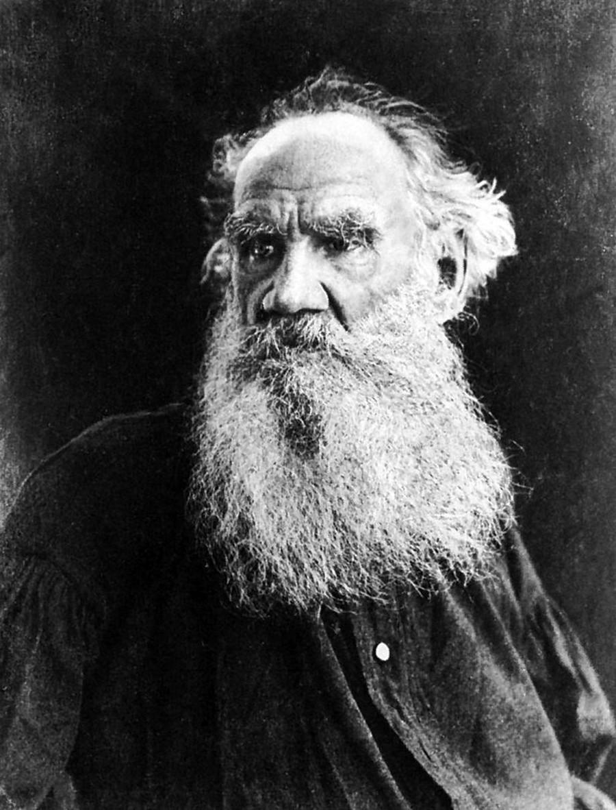 Nem a fama fez com que Lev Tolstói, escritor que tinha origens nobres, ficasse satisfeito consigo mesmo.