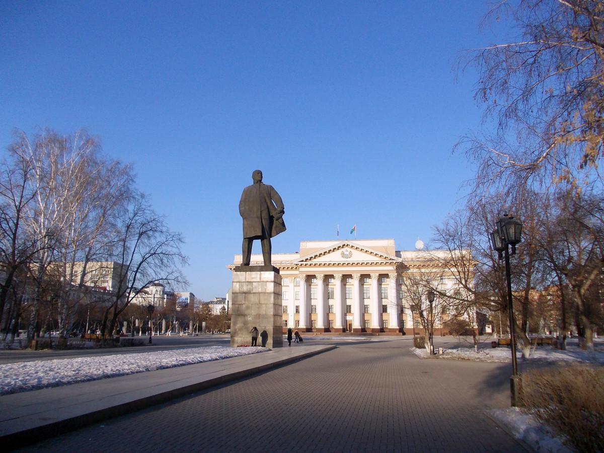 Osrednji mestni trg z Leninovim spomenikom