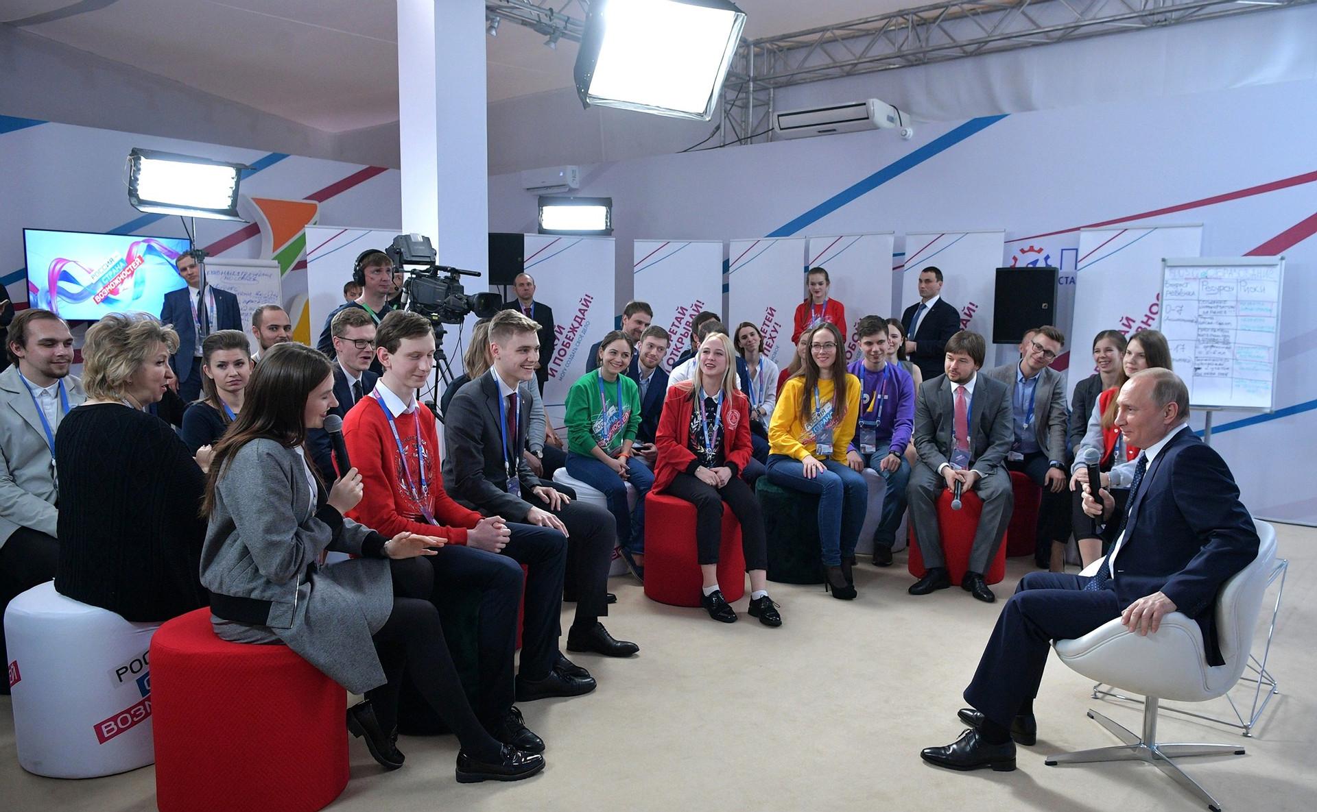 Putin med obiskom na forumu Rusija - država priložnosti.