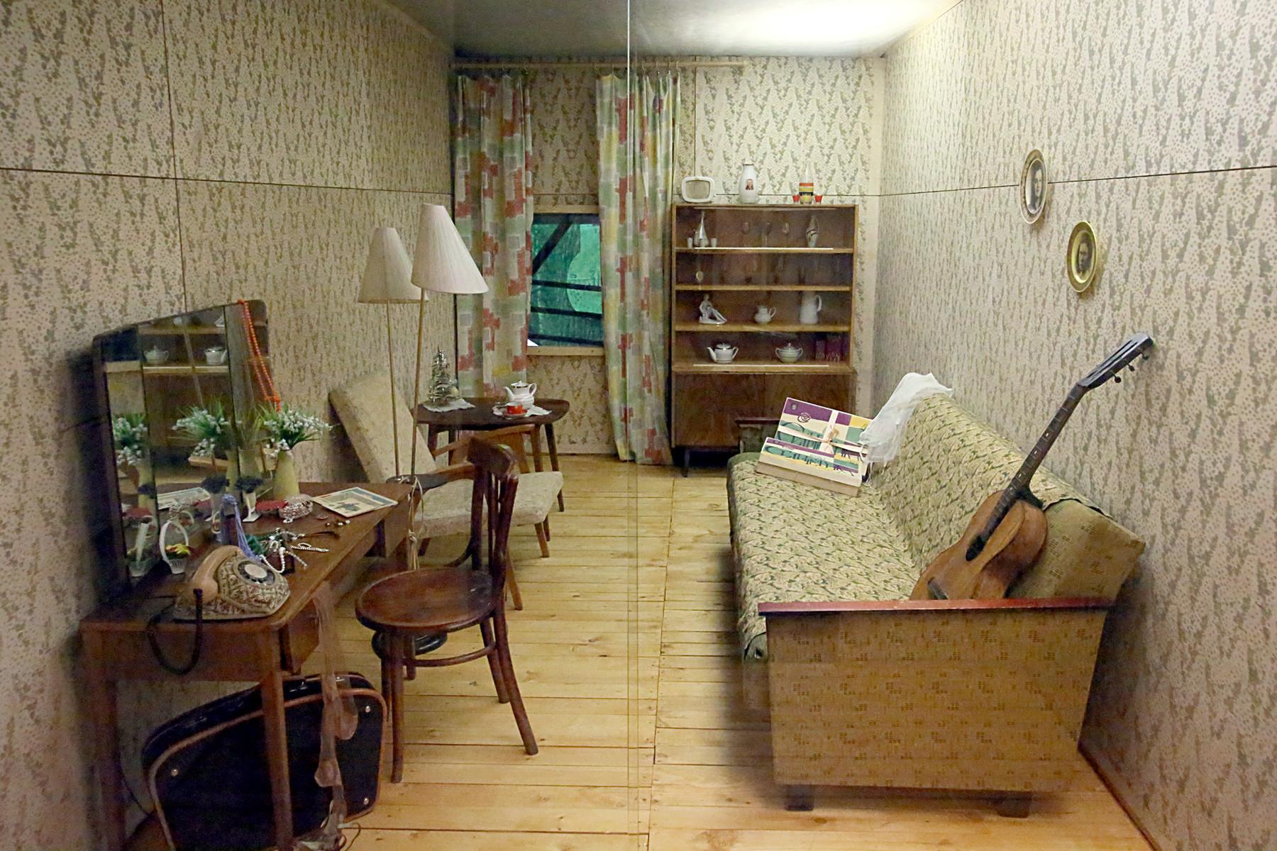 Dnevna soba iz 80. let 20. stoletja.