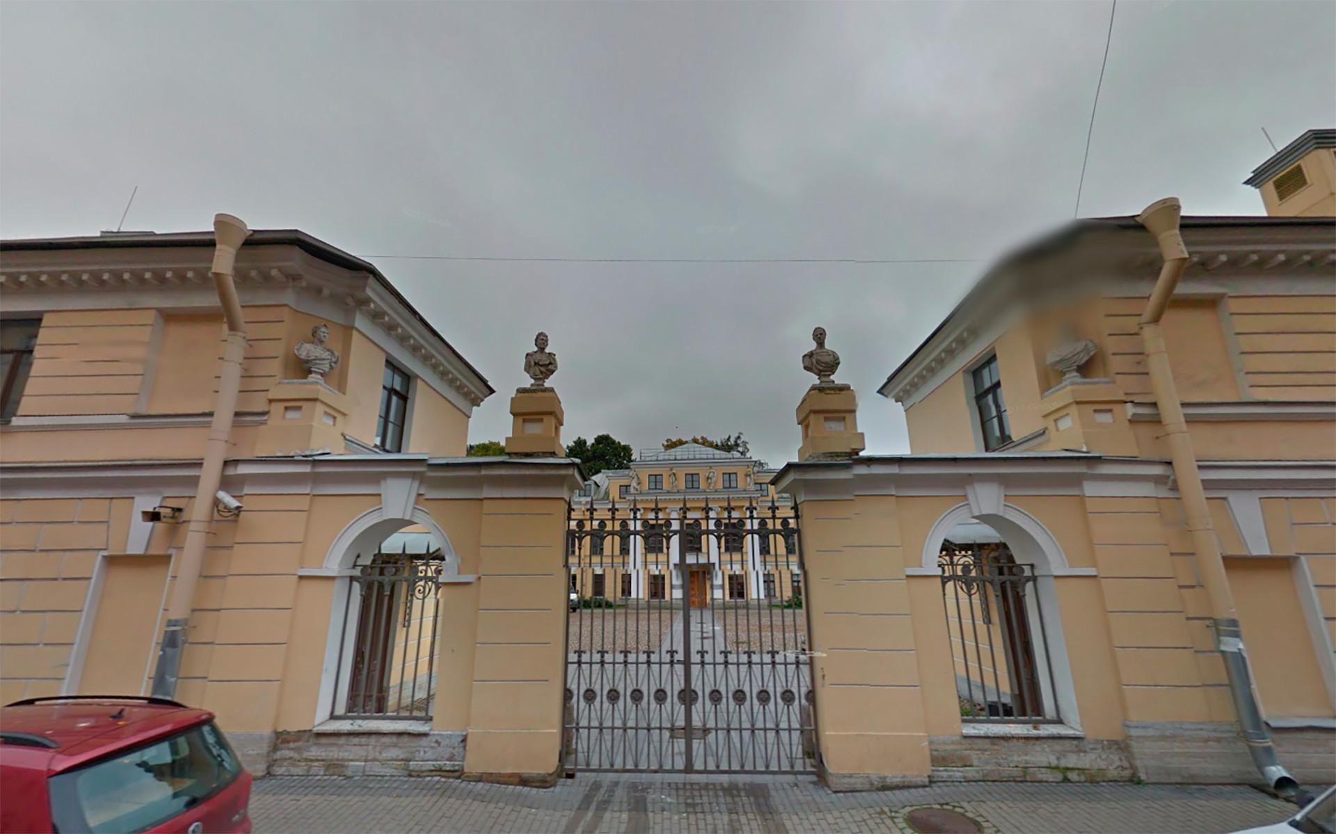 Istana Bobrinsky.