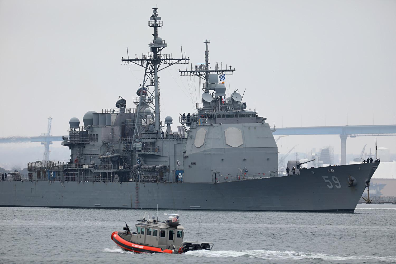 """УСС """"Принстон"""", ракетен крстосувач од класата """"Тикондерода"""" на пат од Сан Диего (Калифорнија, США) со ударна група воени бродови на шестмесечно дежурство во западниот дел на Тихиот Океан"""", 5 јуни 2017 година."""