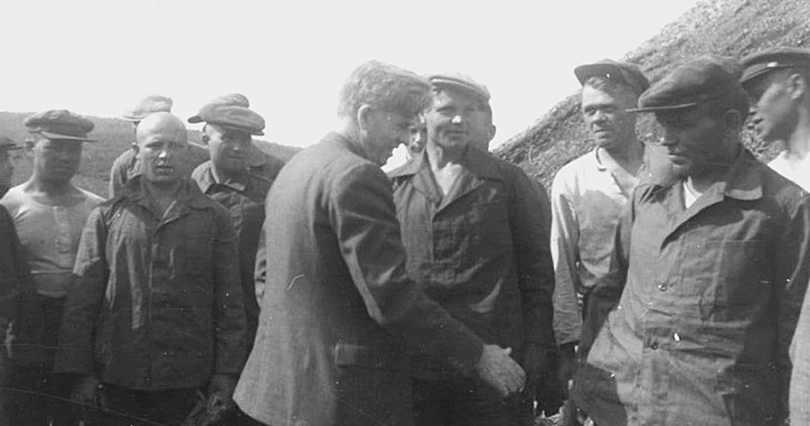 Wallace meeting workers in Kolyma gold mine, likely to be NKVD officers in disguise, May 1944.