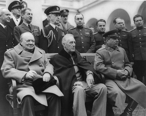 Winston Churchill, Franklin Roosevelt in Josif Stalin na krimski konferenci leta 1945.