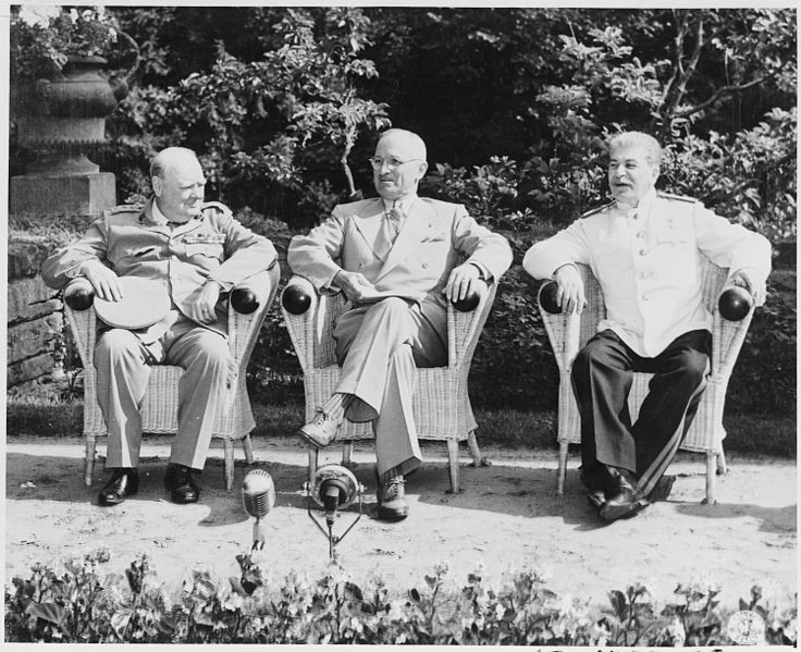 WInston Churchill, Harry Truman in Josif Stalin na potsdamski konferenci julija 1945.