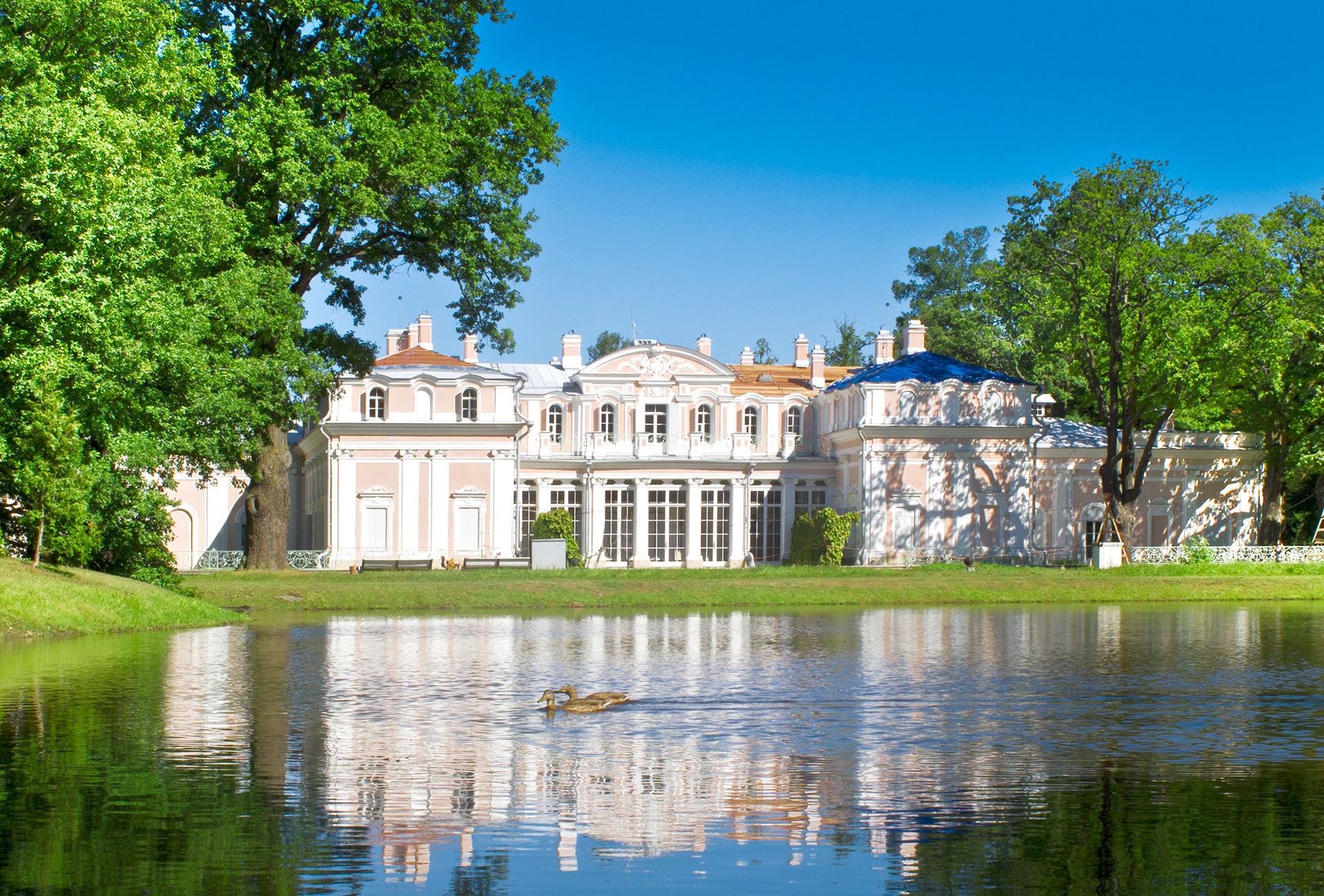 Chinese Palace in Oranienbaum