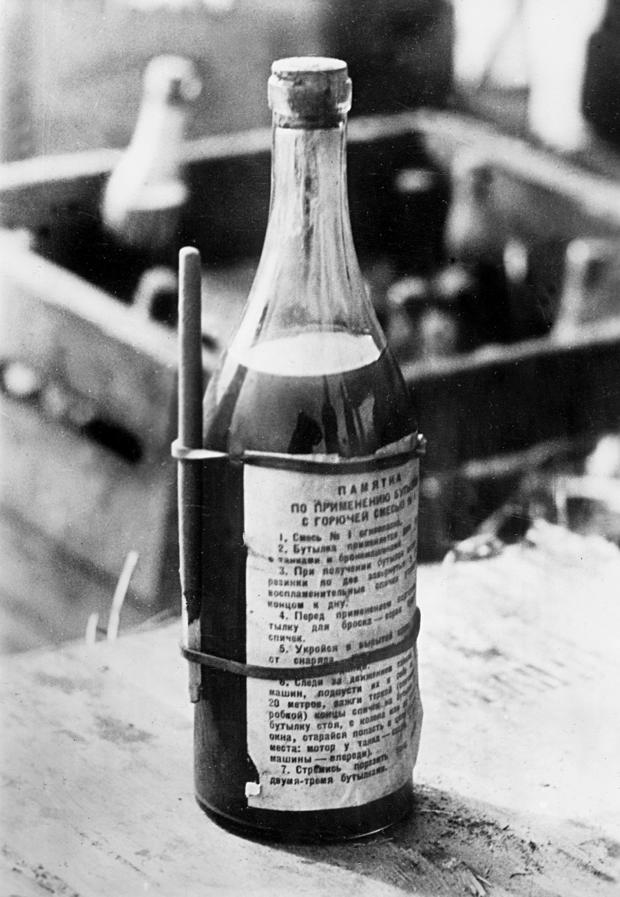 Coquetel Molotov, arma que ganhou o nome do político soviético de maneira não intencional – na verdade, a designação foi dada por ironia.
