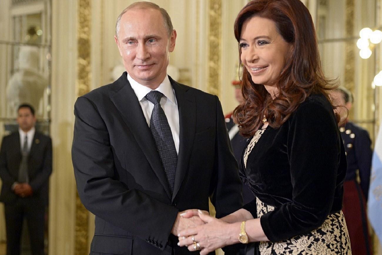 Kristina Kichner y Vladímir Putin.