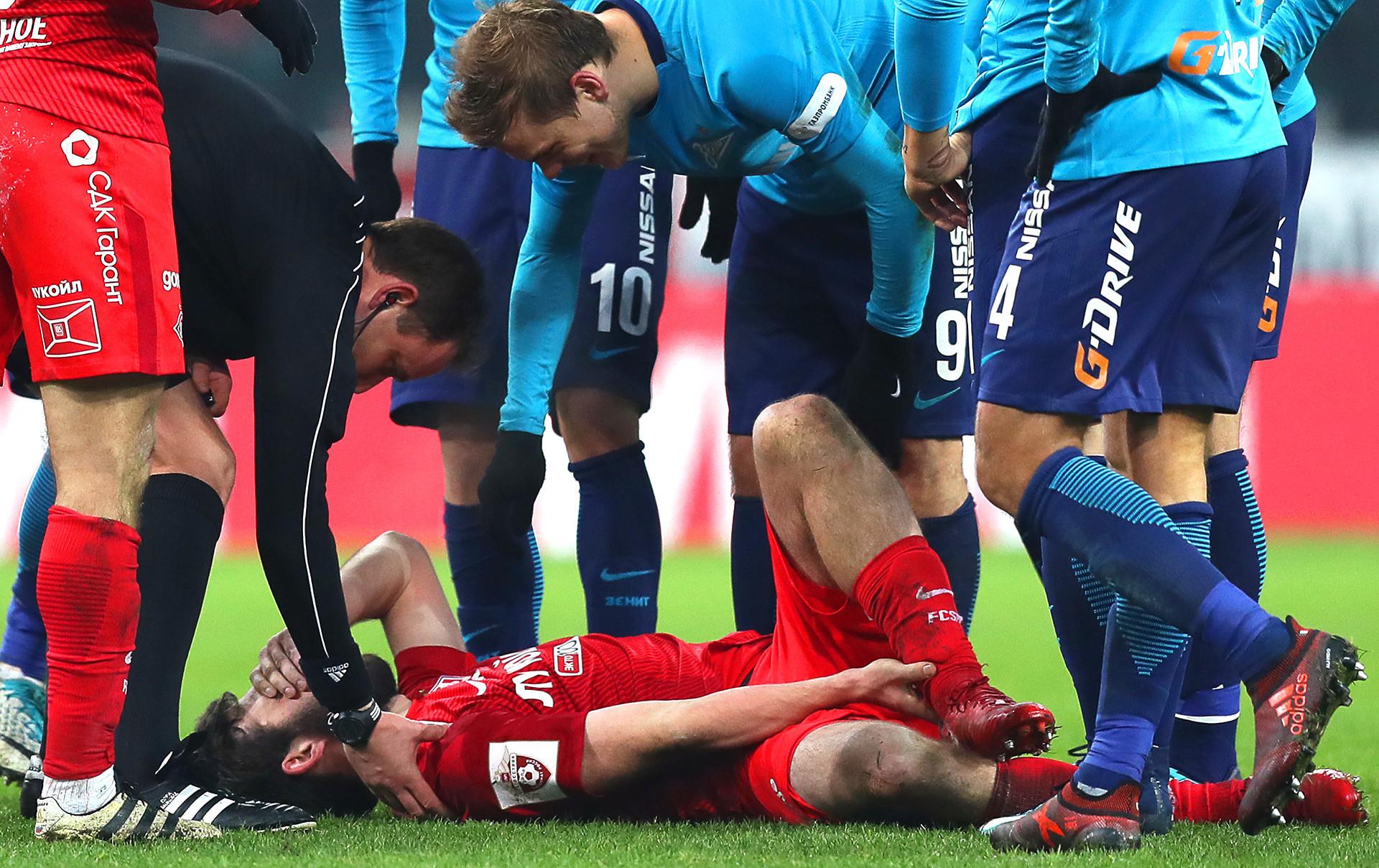 O promissor jogador Gueórgui Djikia não deve jogar na Copa do Mundo após uma lesão no ligamento em janeiro.