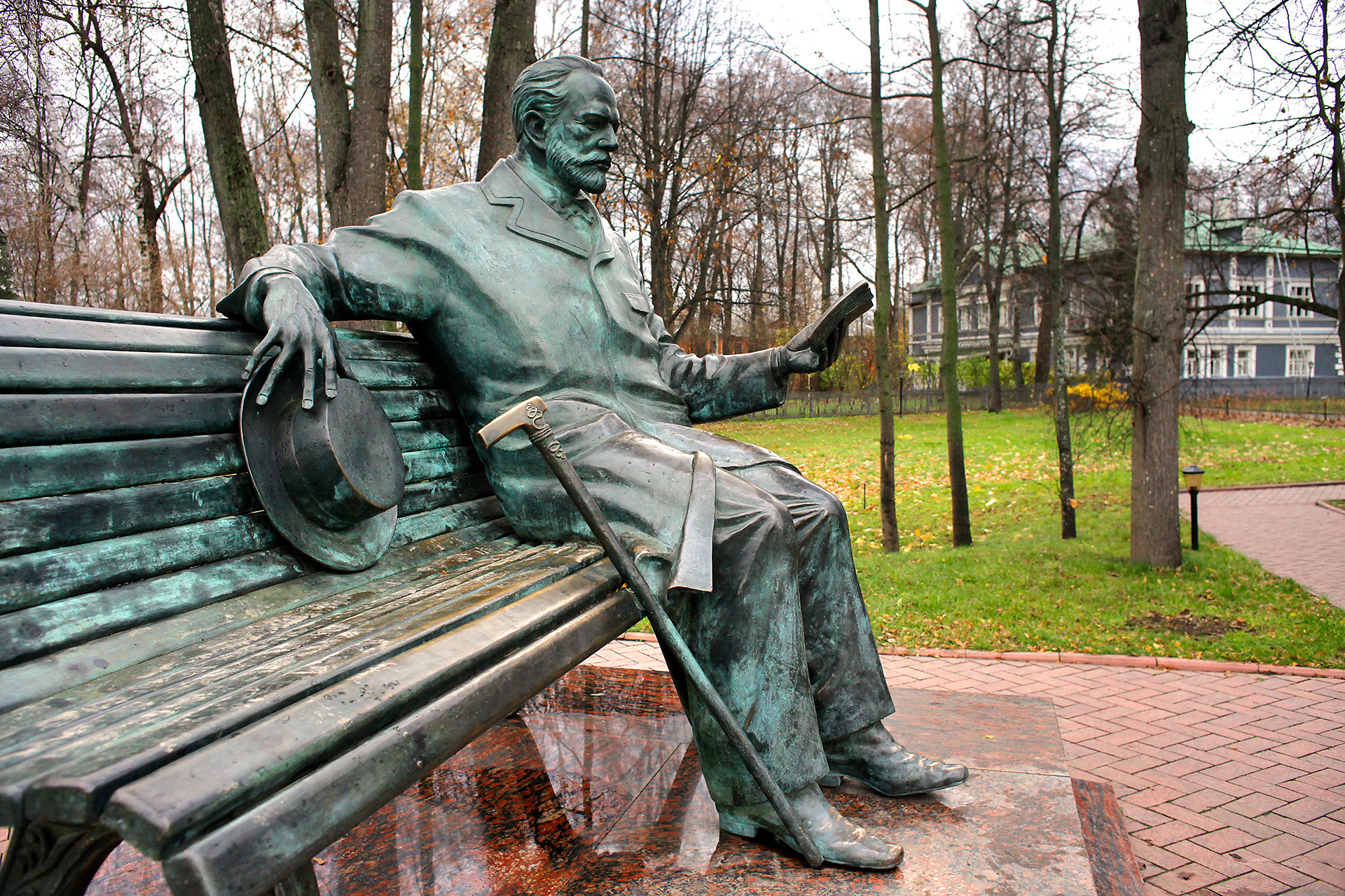 Monument to Pyotr Tchaikovsky in Klin