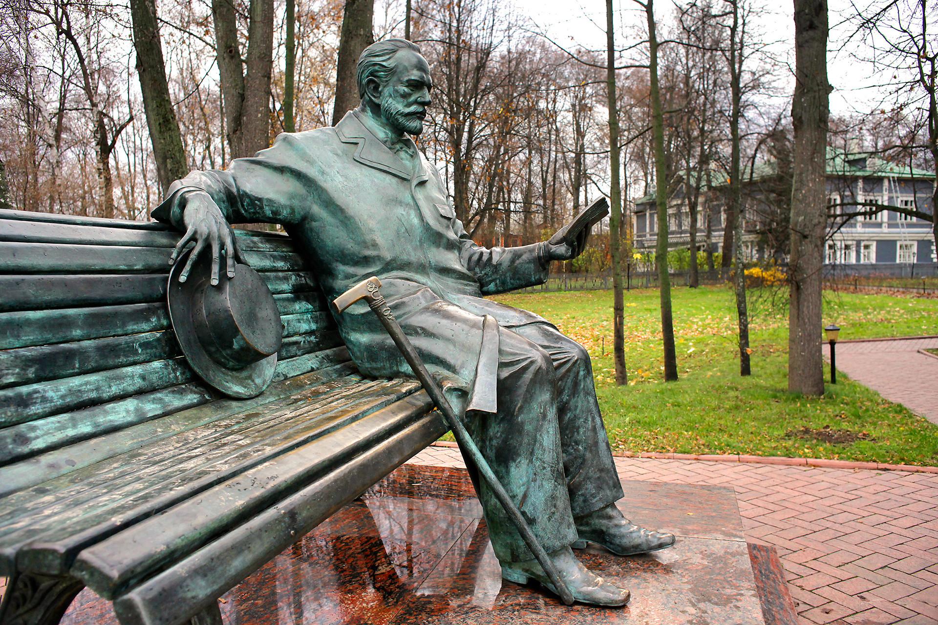 Monumento a Pyotr Tchaikovsky nella città di Klin