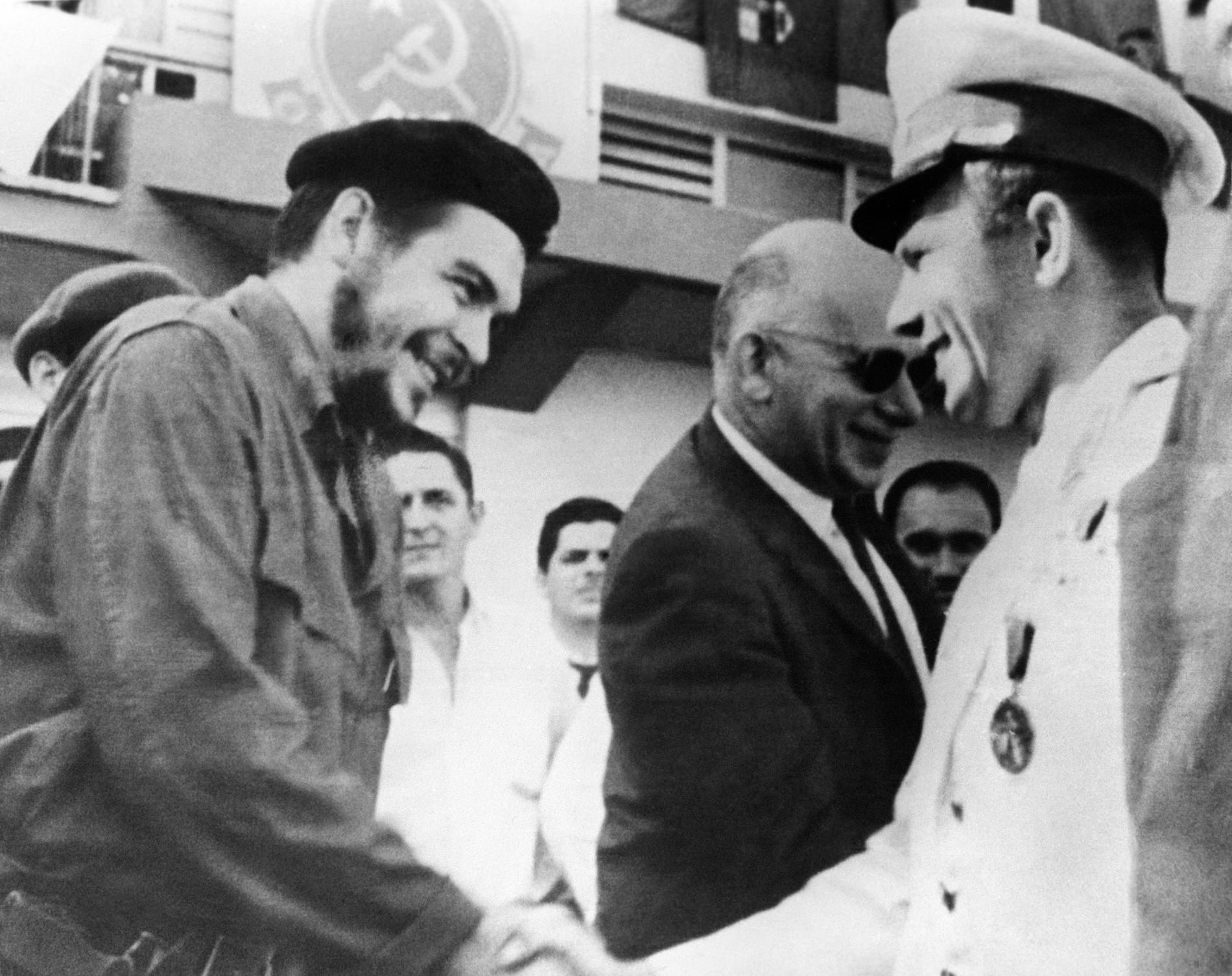 Che Guevara y Yuri Gagarin en Cuba, 1961.