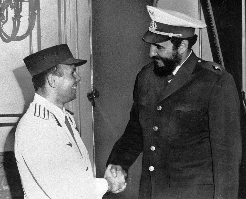 Yuri Gagarin y Fidel Castro en Cuba, 1961.