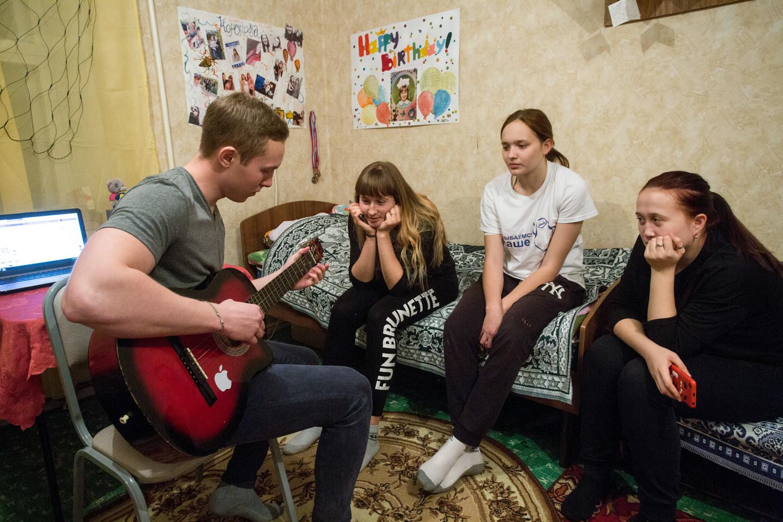 Estudantes no alojamento da Universidade Agrária de Omsk.