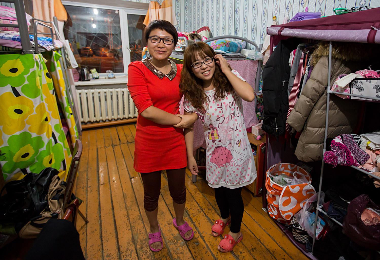 Universitários chineses em um alojamento estudantil russo.