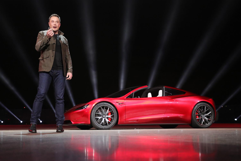 Musk apresentando Tesla Motors 2020 Roadster em novembro de 2017