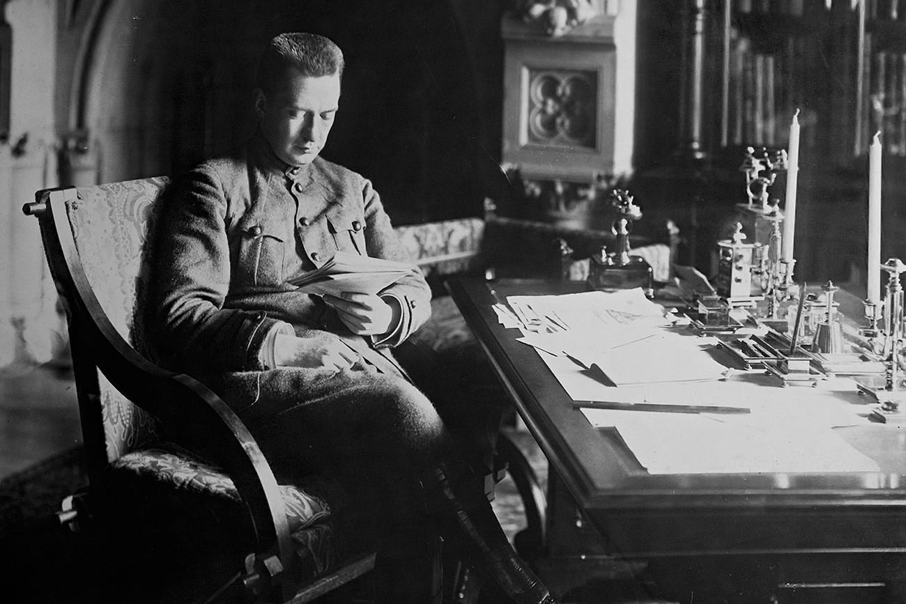 Aleksandr Kerensky, pemimpin revolusioner Rusia. Menteri Perang tahun 1917.