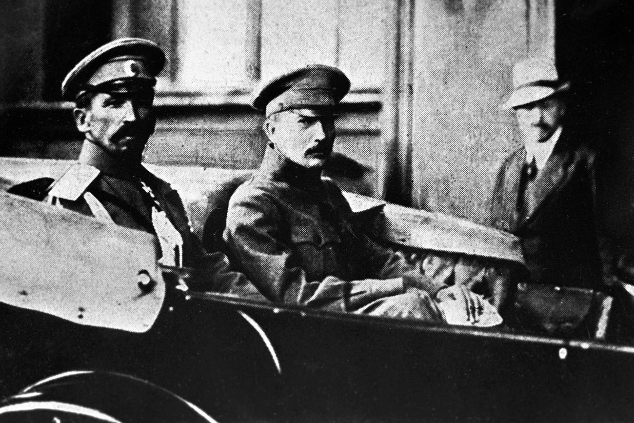 Jenderal Kornilov dan Boris Savinkov, pemimpin Partai Sosialis Revolusioner.