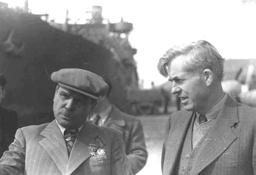 Wallace s načelnikom uprave Dalekoistočnih operacija NKVD-a Sergom Goglidzeom.