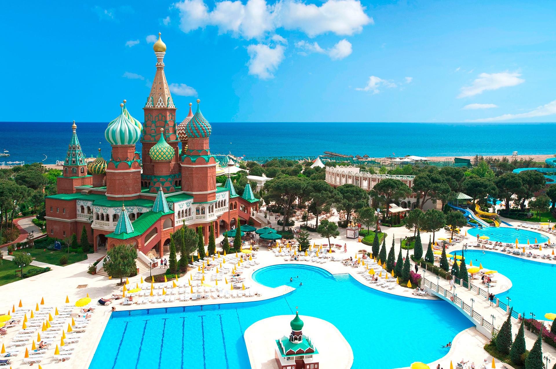 Hotel Istana Kremlin di Antalya, Turki.