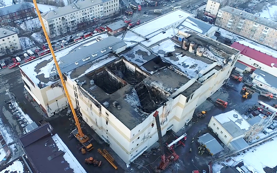 "Centro comercial ""Zímniaia Víshnia"" depués del incendio, que mato a 64 personas."